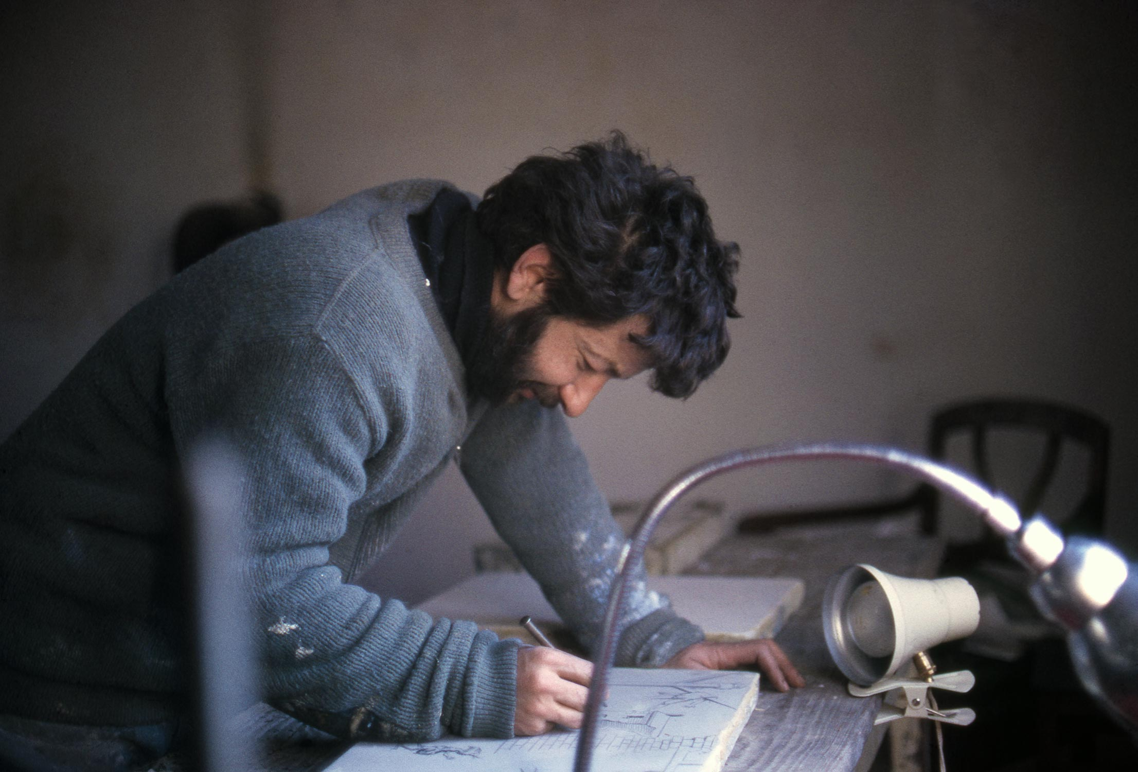 Dado preparing lithographic stone at Hérouval in 1968