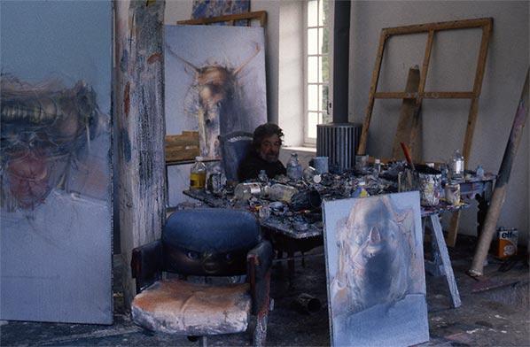 Dado dans son atelier en 1986