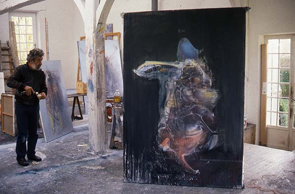 Dado at his studio in Hérouval in 1986